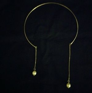 Jewelry - Open collar with pearl dangles